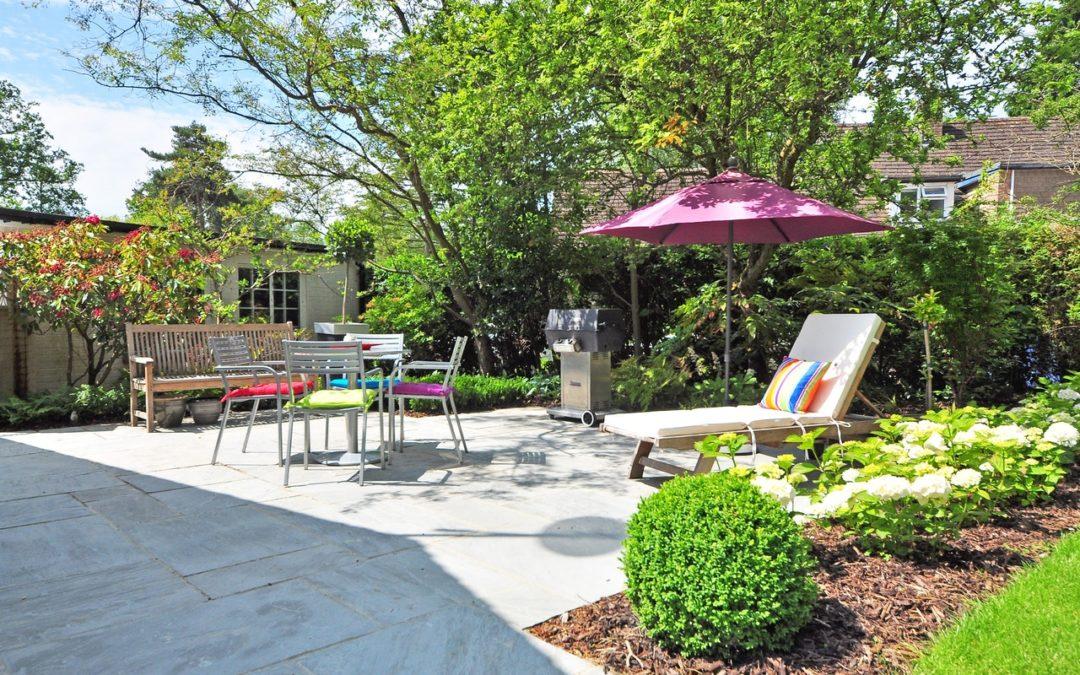 Investar USA – Tips on Giving Your Garden a Cheap Makeover